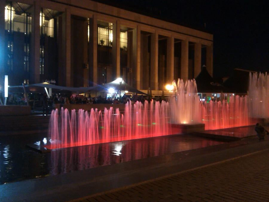 Дворец Республики цветные фонтаны